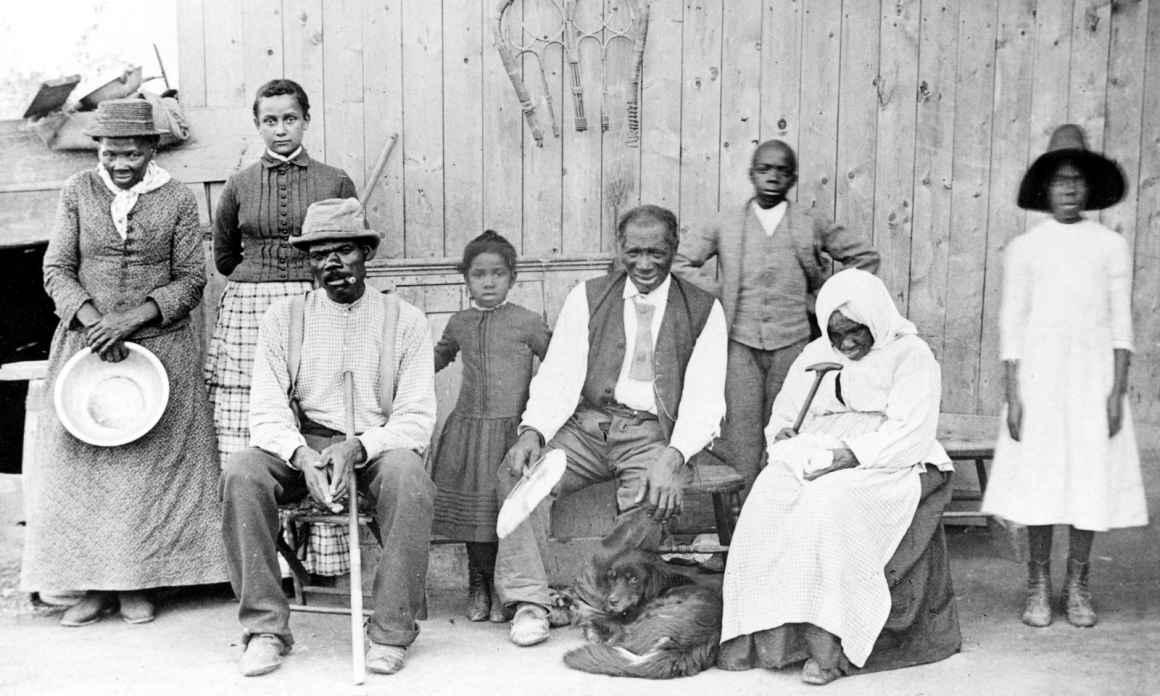 Harriet Tubman is pictured with enslaved people whom she rescued.