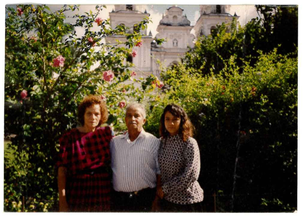 Neydin Milián's grandmother, grandfather, and mother